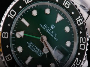 rolex-gmt-master-green-dial-and-black-bezel-white-marking-watch-67_2